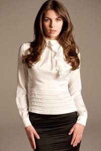 С чем носить белую блузку?