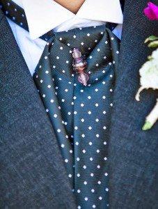 Как завязывать мужской шейный платок?