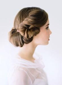 Простые прически на волосы средней длины