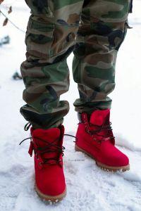С чем носить яркую обувь мужчинам?