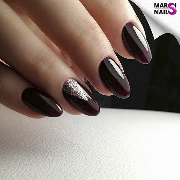 Маникюр гель лаком с блестками бардовый темный