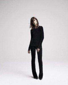 Стиль одежды – черный цвет.