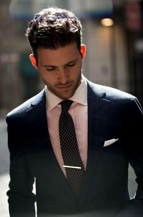 как носить зажим для галстука 01