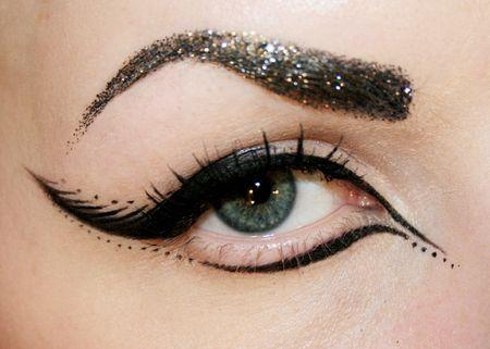 макияж стрелки на глазах 02