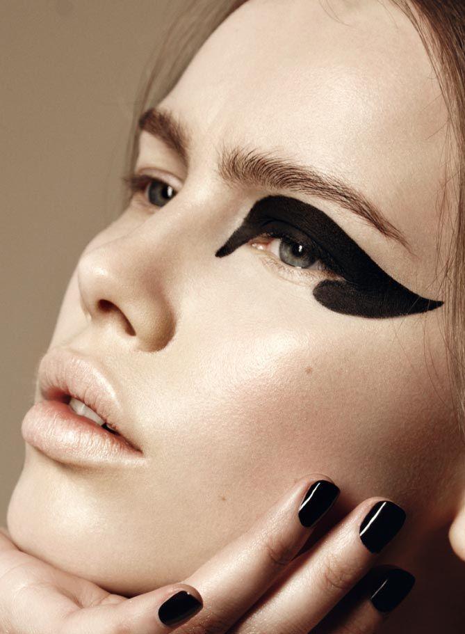 макияж стрелки на глазах 04