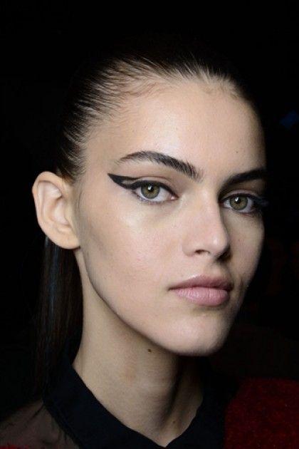 макияж стрелки на глазах 11