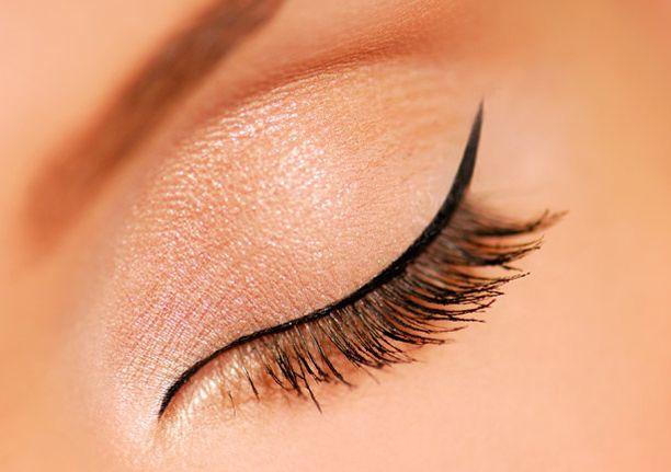 макияж стрелки на глазах 12