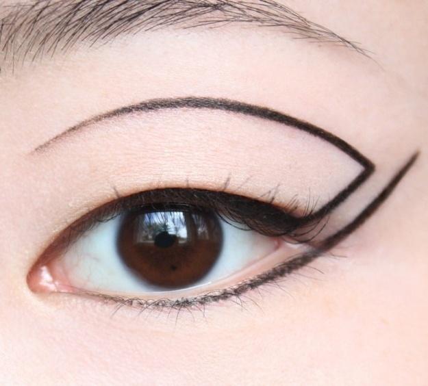 макияж стрелки на глазах 13
