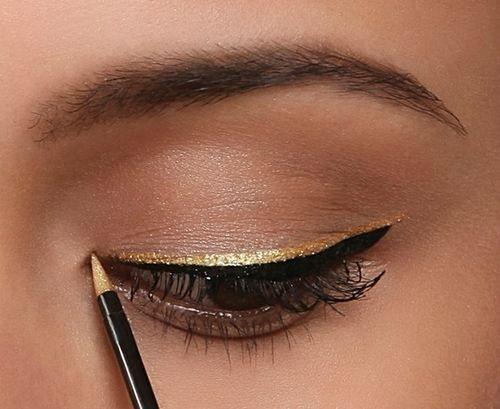 макияж стрелки на глазах 16