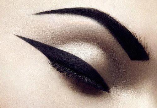 макияж стрелки на глазах 17