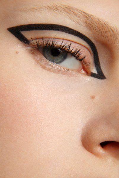 макияж стрелки на глазах 18