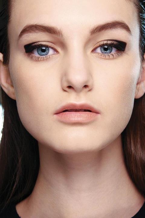 макияж стрелки на глазах 19