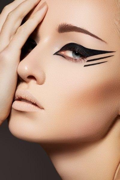 макияж стрелки на глазах 22