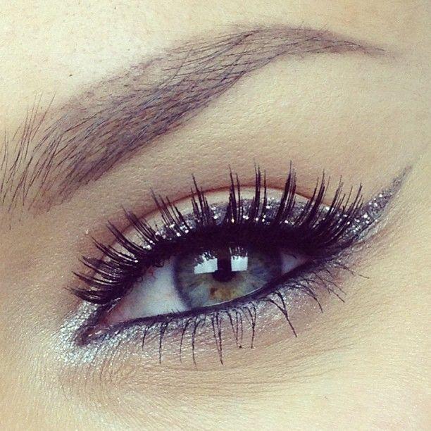 макияж стрелки на глазах 23