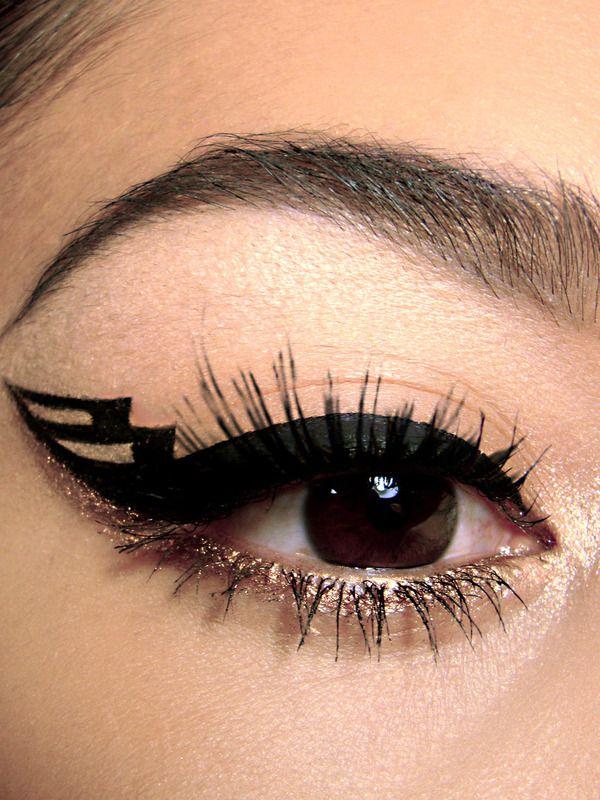 макияж стрелки на глазах 26