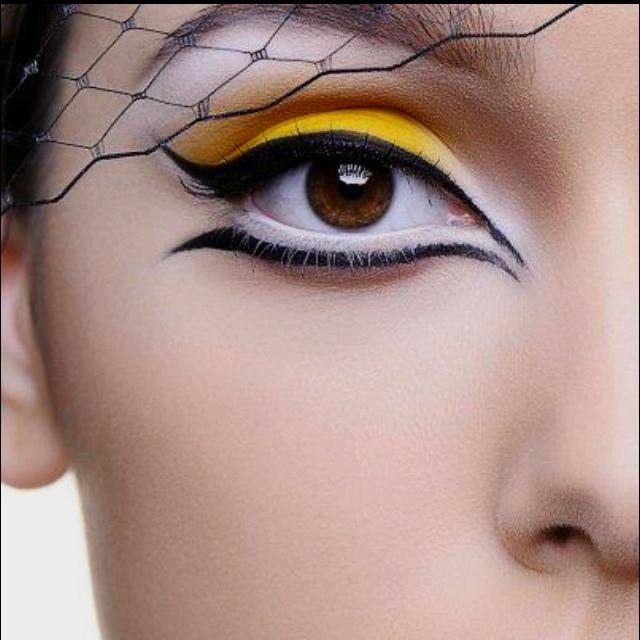 макияж стрелки на глазах 27