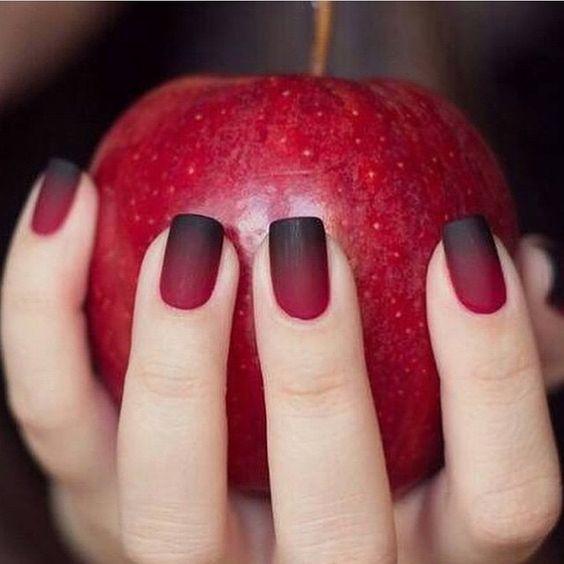Красный с черным маникюр