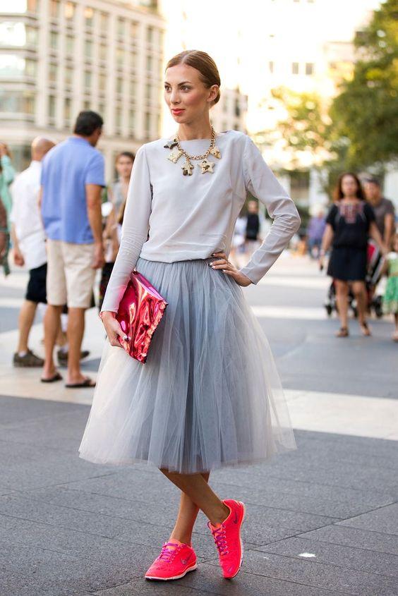 Пышная юбка с кроссовками