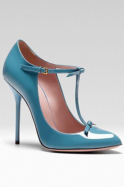 Какую обувь на до купить девушке