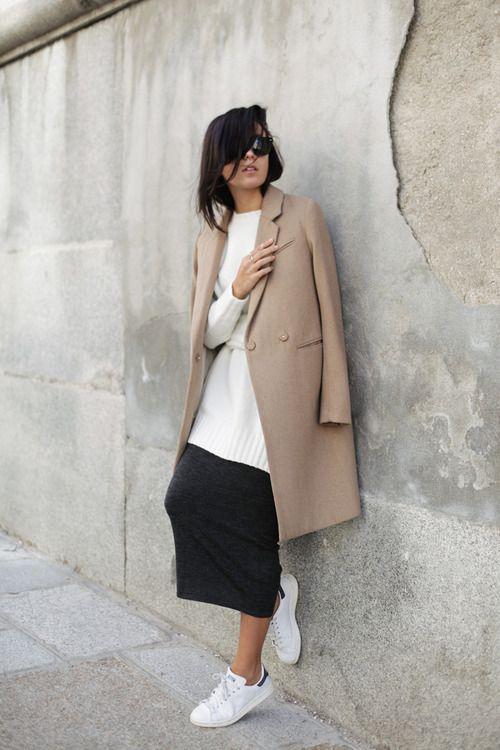 Как носить юбку с кроссовками фото