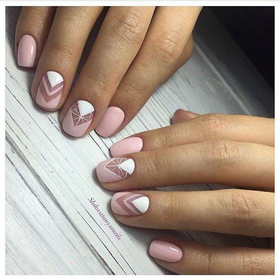 Ногти нежных цветов