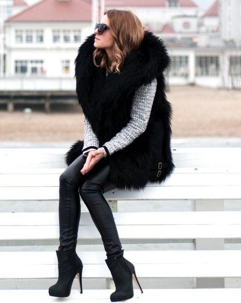 С какой одеждой носить меховой жилет?