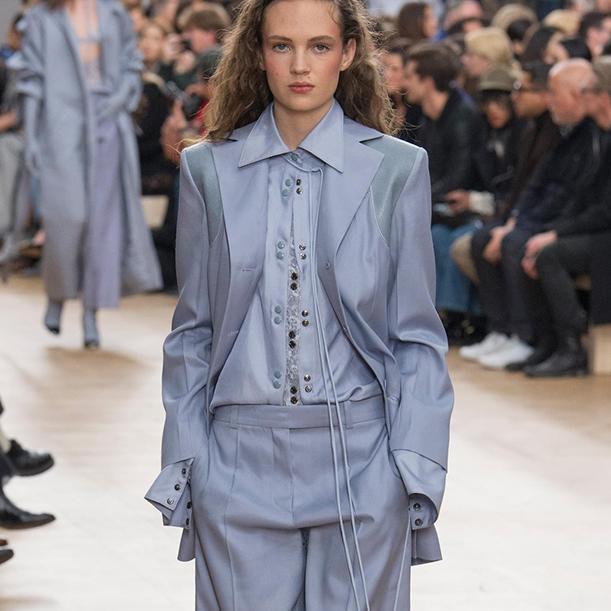 Какие блузки и рубашки в моде осенью и зимой 2017/18