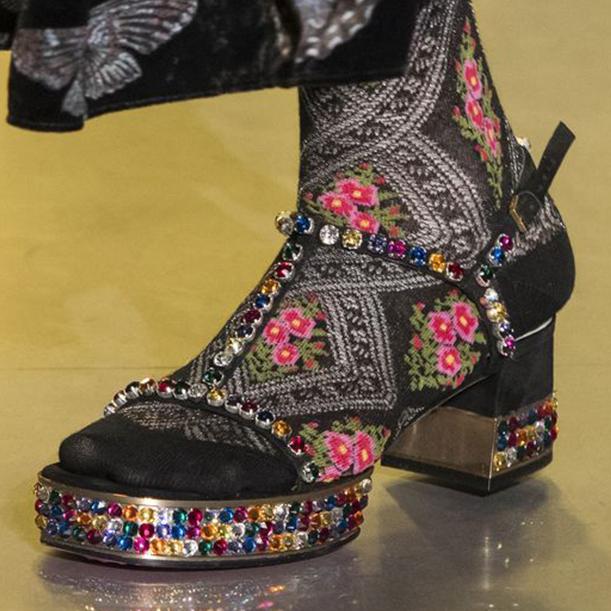 В каких туфлях встречать Новый год 2018