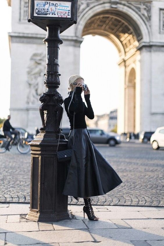 С чем носить черную водолазку?